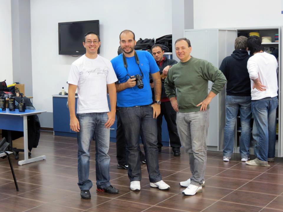 Deivy Munhoz (esquerda), Claudio Rossoni (direita) e Marcos Rugnia (ao fundo)